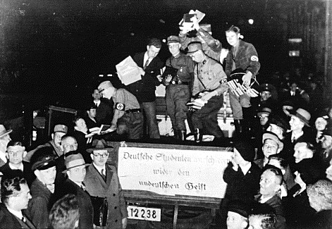 Nazis carting books to be burned
