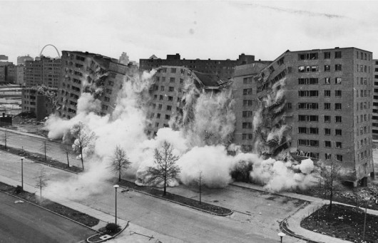 529f25f6e8e44e0120000172_-new-radical-pragmatism-the-21st-century-s-emerging-style-_pruitt-igoe-housing-complex-530x341