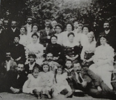 Extended Gál family at their summer house in 1893
