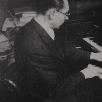 Hans Gál perfoming on the harpsichord during his years as university professor in Vienna