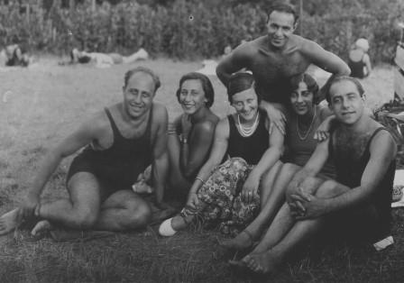 Erich Zeisl with brother Egon, Trude, Hilde Spiel and friends: 1935