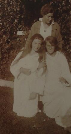Lili Zwack (lower left) with her sister and a friend. Marianne Zwack would be murdered in a Nazi camp. 1916