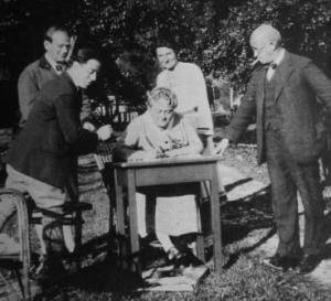 An elderly Eugenie Schwarzwald with an unknown visitor, Egon Wellesz and wife Emmy, and husband Hermann at the Schwarzwald holiday home