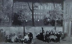 Alfred Roller's set for the III Act of 'Der ferne Klang' with Grete lying dead bottom left