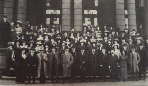 The Philharmonic Chorus in Prague in March 1912 for a performance of Mahler VIII; Zemlinsky, Schoenberg and Schreker are standing in the front row to the left