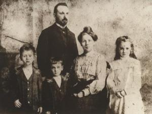 The Eisler Family in c. 1902, shortly after moving to Vienna from Leipzig in 1901