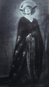 Maria Schreker as Els in the Berlin State Opera's production of 'Der Schatzgräber'