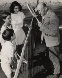 AS offering tennis instruction to his three children Larry, Ron and Nuria (ASCV)