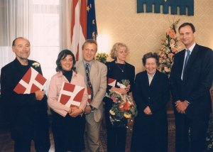 The Orpheus Trust receives the Karl Renner Prize: Dr. Primavera Gruber with flowers in the middle, along with Vienna's Minister for Culture on the right: Dr. Andreas Mailath Pokorny