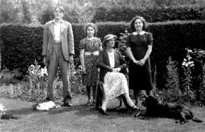 The piano-duo sisters, Toni and Rosi Grunschlag with Alison Bagenal and her son Beachie in the safety of England after fleeing Austria in 1939