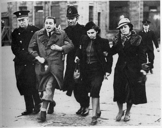 Asylum seeking Jews arriving in England from Eastern Europe