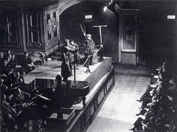 Die Maßnahme in der Philharmonie